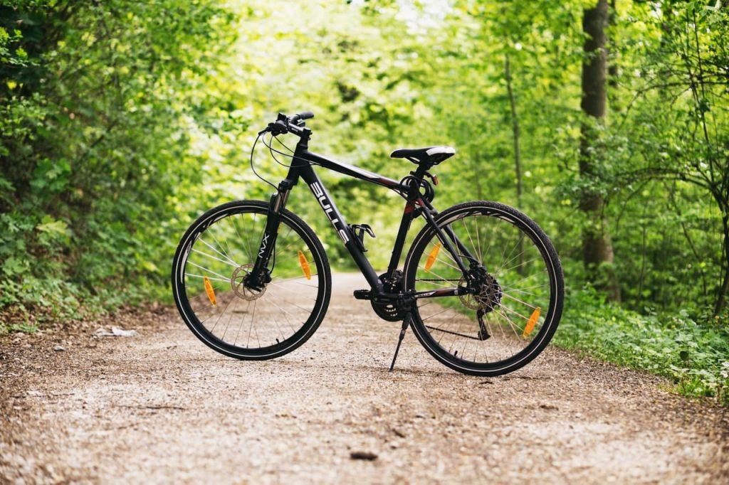 Bicicleta de montaña negra