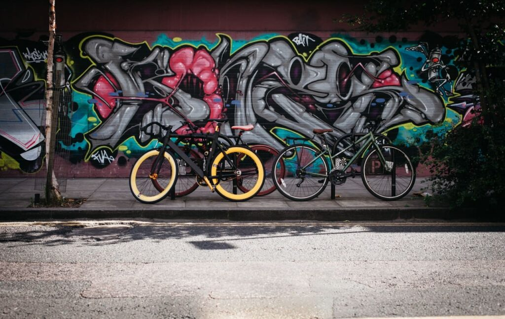 bicicleta moma bikes amarilla