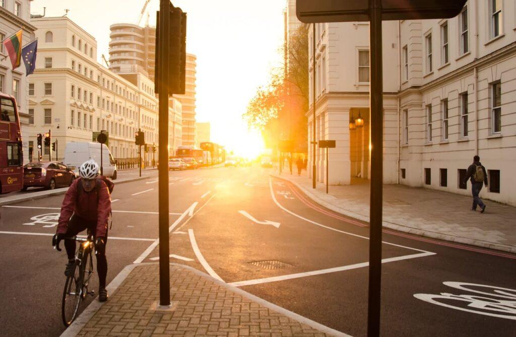 casco para bicicleta blanco