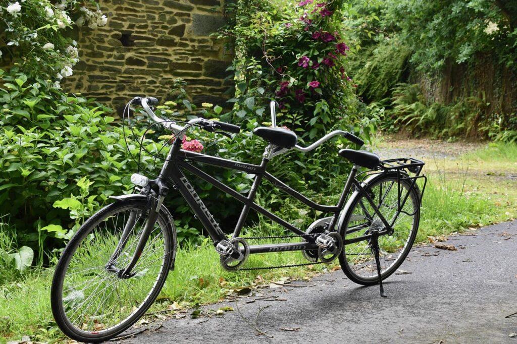 Bicicleta tandem negra